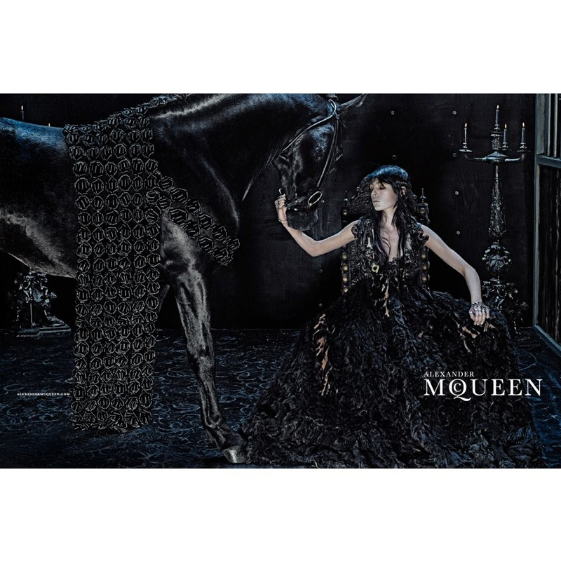 alexander-mcqueen-2014-fall-winter-campaign4